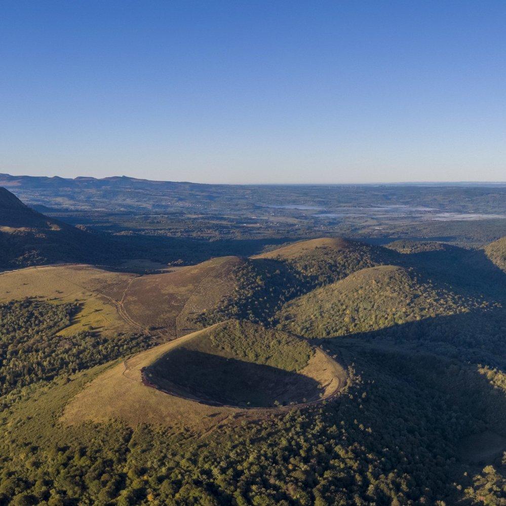 Assistance à maîtrise d'ouvrage pour l'évaluation et l'aide à la définition d'orientations stratégiques concernant la mise en œuvre et l'engagement du Parc naturel régional des Volcans d'Auvergne dans la Charte Européenne du Touris